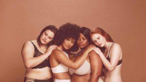 mulheres se abraçando representando corpo feminino