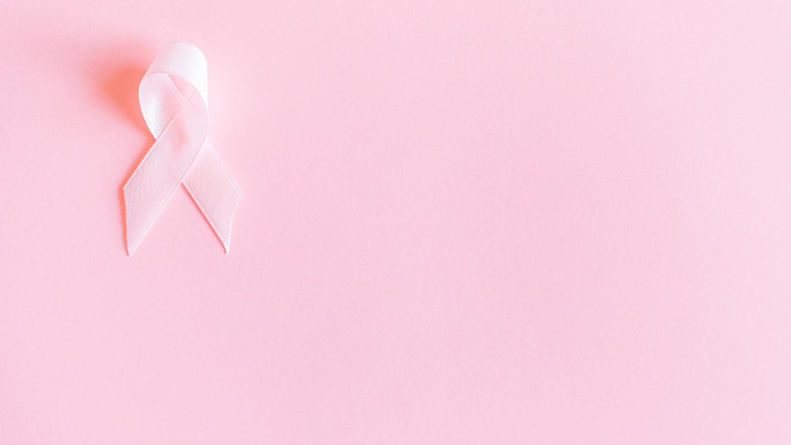 símbolo do câncer de mama feito de cetim rosa