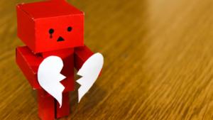 Imagem com robozinho demonstrando a necessidade de saber como esquecer alguém.